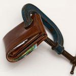 Gaste menos do que ganha e poupe dinheiro?